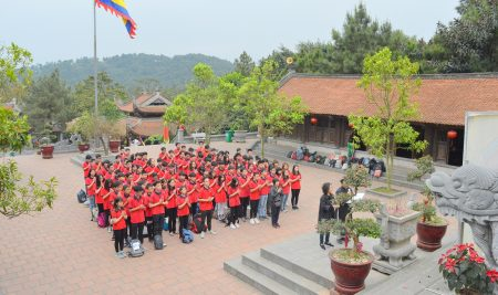 Học sinh trường Pascal xúc động dâng hương và xin chữ tại Đền thờ Chu Văn An
