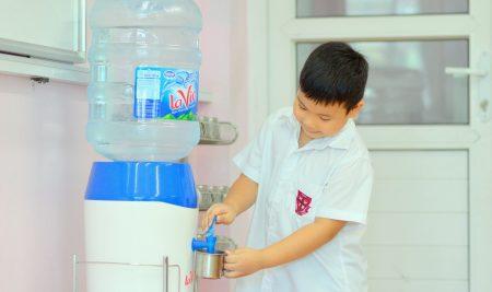 Trường Pascal đảm bảo nguồn nước sạch trong nấu ăn và nước uống trực tiếp của học sinh