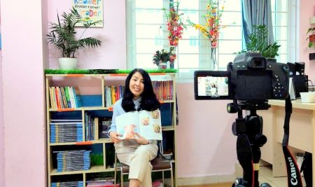 Giảng viên Phan Hồ Điệp truyền cảm hứng đọc sách cho Passers qua tiết kể chuyện online