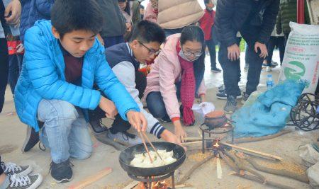 Trải nghiệm trang trại giáo dục Viet Village: Passers trổ tài nấu bữa cơm gia đình